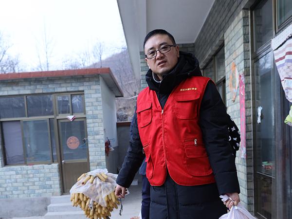李鹏飞(保定市爱心协会党支部书记、理事)